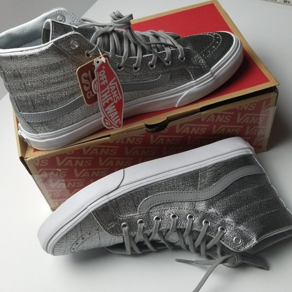 63f29a06524647 NWT Vans Leather Unisex Silver High Tops. M 5bca7f9fc9bf509bb6724c19